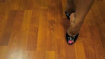 Scorching Wife Asia Torrid Gams and High High heeled slippers
