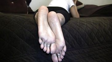 Nia Saucy indian puckered feet