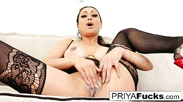 Gorgeous Indian Mummy Priya Rai satiates her sexual urges