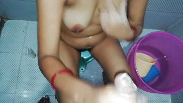 INDIAN bhabhi Deepthroating Rod in the Shower