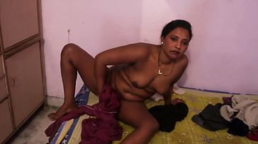 Desi Bhabhi Dress Switch After Bathtub