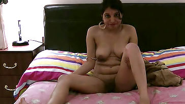 KAVYA FINGER Nailing HERSELF