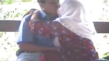 Two tuck two Hours Video Tudung 1980-2014