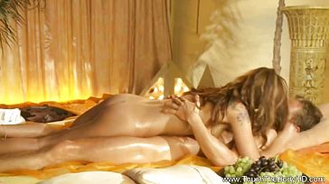 Spectacular Erotic Golden Rubdown From Asia