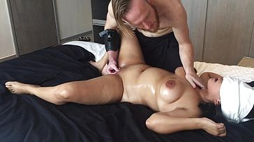 20 yo Asian First timer girlfriend Gasped Spills Big Culo Real Rubdown !